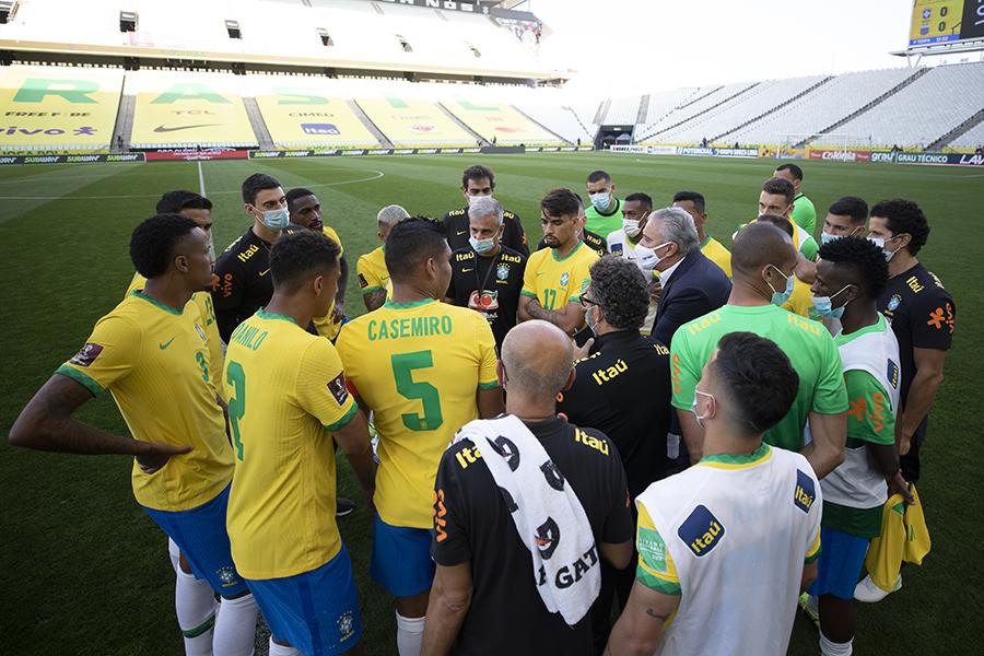 Suspensão de Brasil e Argentina foi uma loucura, diz presidente da Fifa