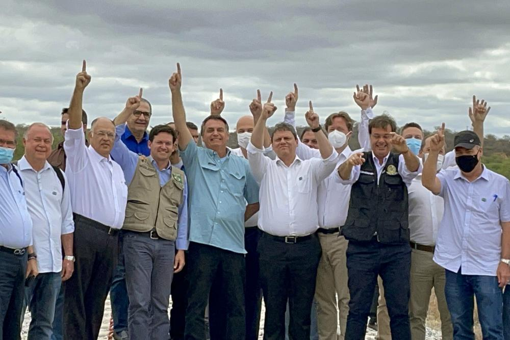 Tanhaçu: Bolsonaro participa da assinatura de concessão da Fiol