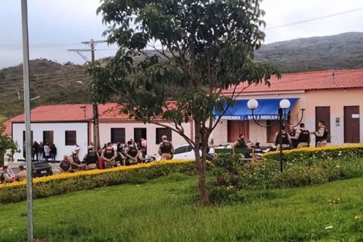 Rio de Contas: Cinco pessoas foram conduzidas à delegacia por descumprimento do decreto, invasão a domicílio, lesões corporais, resistência, desacato