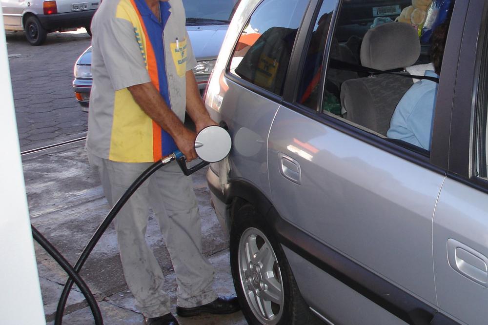 Agosto começa com novo reajuste de combustível