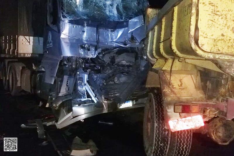 Quatro carretas se envolvem em acidente na BR-030 entre Caetité e Brumado