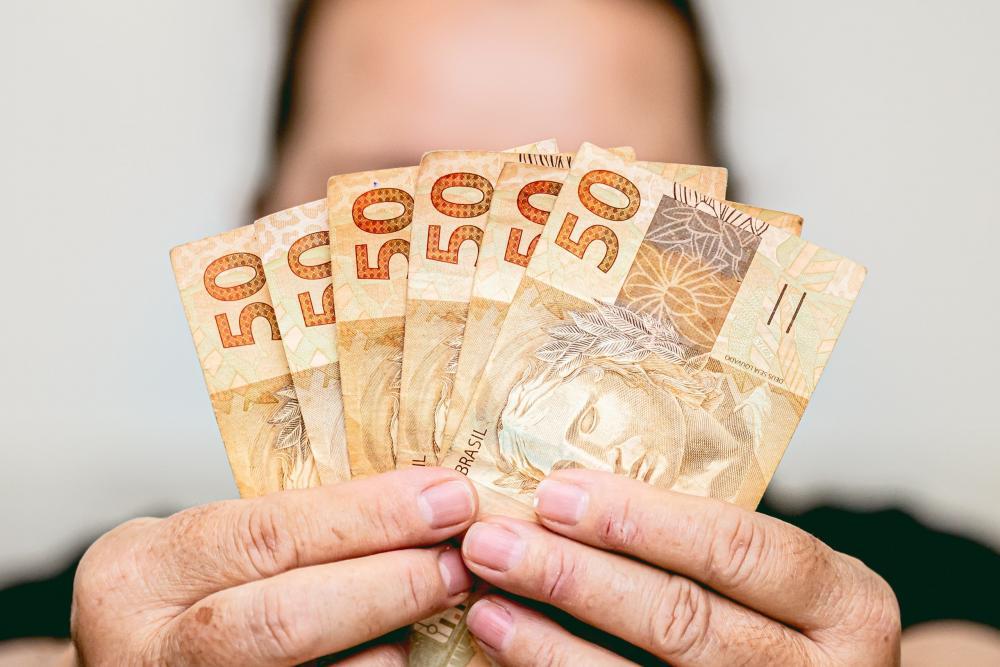 Com inflação alta, salário mínimo já perdeu R$ 62 em poder de compra em 2021