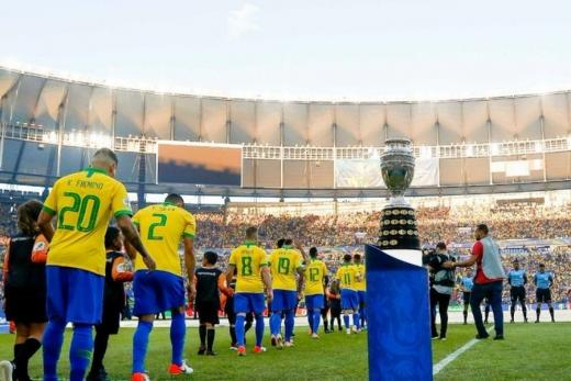 Próximo dos 463 mil óbitos por Covid, Brasil confirma Copa América daqui a doze dias