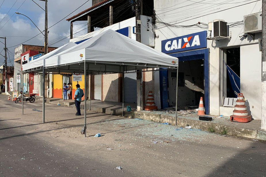 Homens armados explodem agência bancária em Amélia Rodrigues