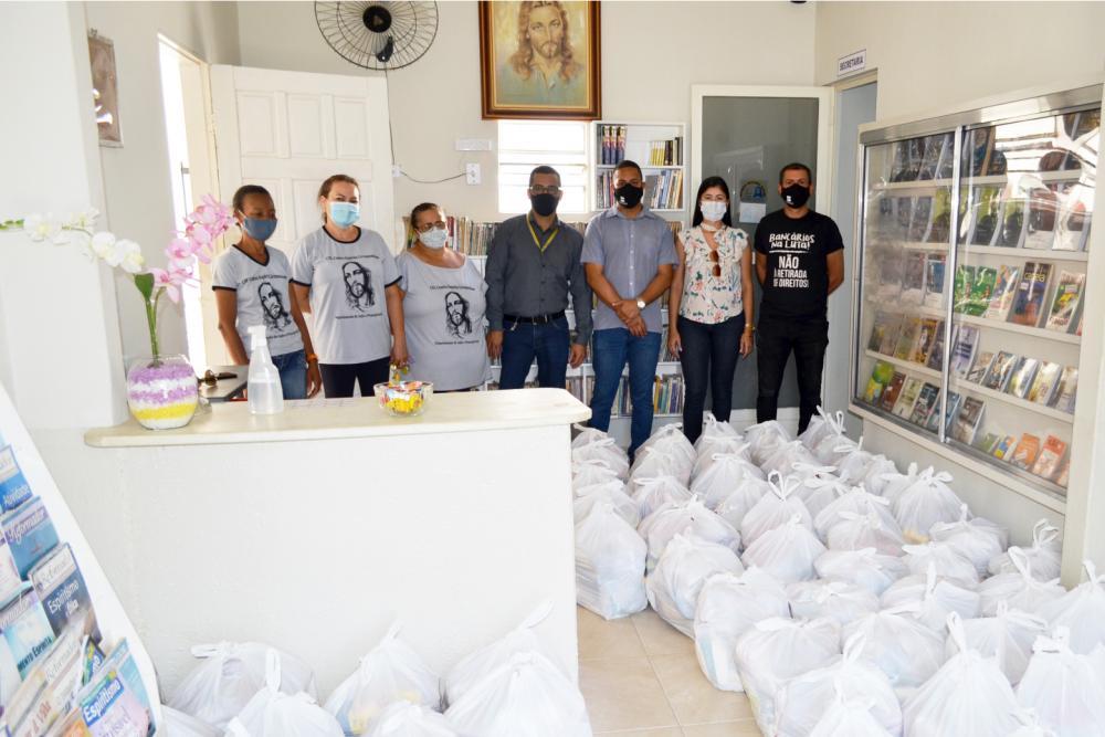 Bancários doam mais de 120 cestas básicas em Brumado e Livramento