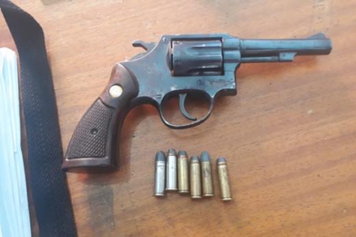 Rio de Contas: Homem é preso por porte ilegal de arma após ameaçar esposa de morte