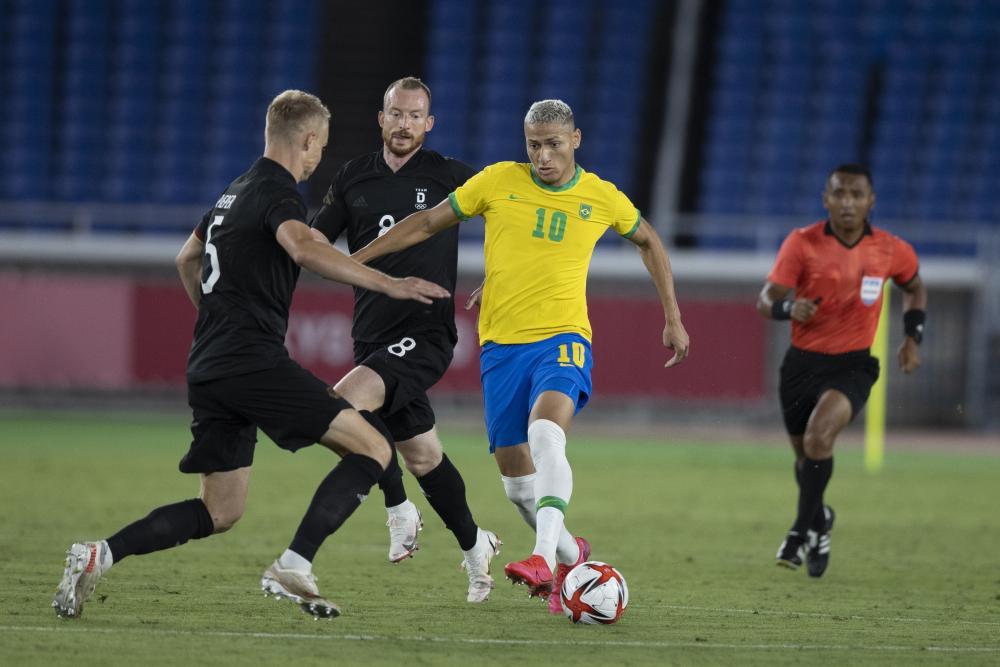 Richarlison brilha e Brasil vence Alemanha na estreia dos jogos olímpicos