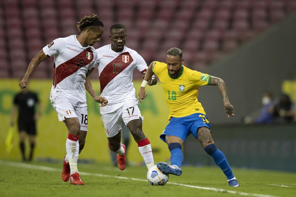 Brasil vence Peru e mantém campanha perfeita nas Eliminatórias