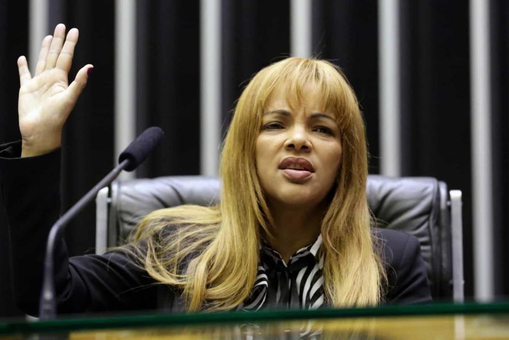 Deputada Flordelis tem mandato cassado pela Câmara e pode ser presa