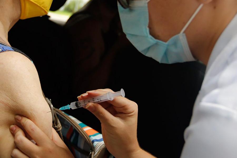 Fiocruz: Com avanço da vacinação, mortes e ocupação de UTIs têm queda