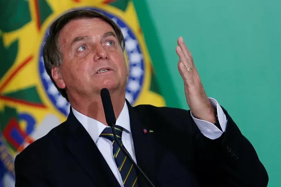 Novo Bolsa Família será de, 'no mínimo', R$ 300, anuncia Bolsonaro