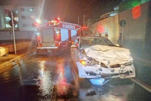 BMW avaliada em mais de R$ 250 mil fica parcialmente destruída após acidente em Vitória da Conquista