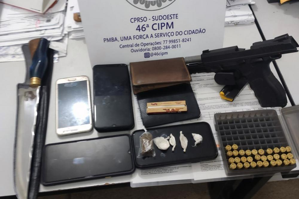 Cigano é preso com pistola, munições e drogas em Livramento de Nossa Senhora