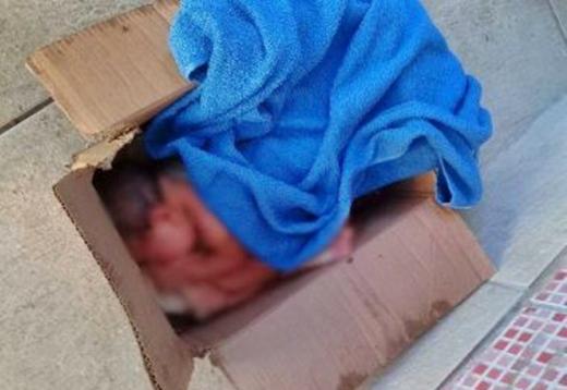 Recém-nascido é encontrado dentro de caixa de papelão em Camaçari
