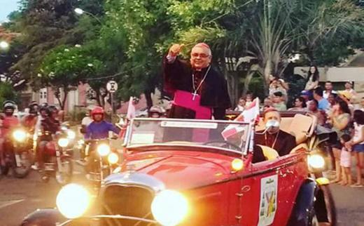 Caetité: Monsenhor Carvalho é acolhido na chegada à Diocese